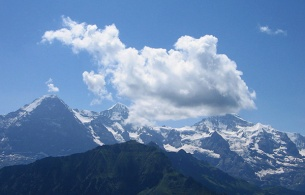 From left to right, the famous peaks of Eiger (3970 m / 13025 ft), Mönch (4099 m / 13448 ft) and Jungfrau (4158 m / 13642 ft).